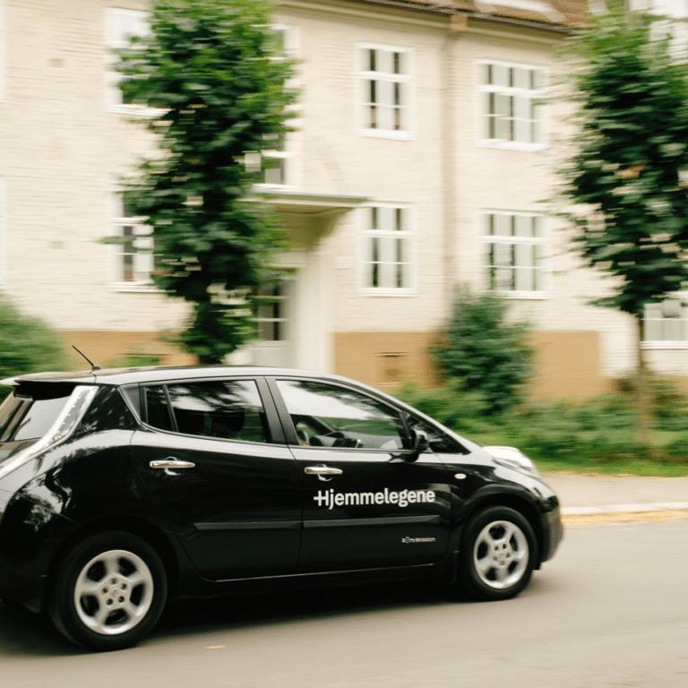 Lege bil fra hjemmelegene på vei til legebesøk